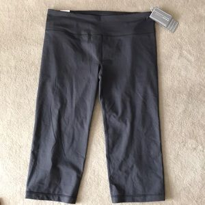 Grey Under Armour fitted capris.